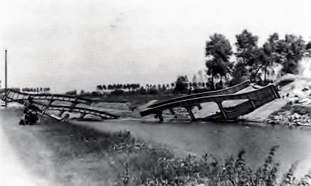vernielde brug in Olsene na de 2e wereldoorlog